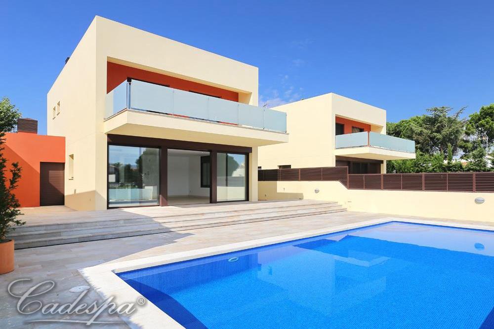 Недвижимость на канале в испании